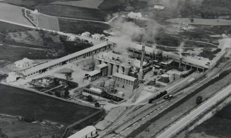 Fábrica de cementos ASLAND 1956. Los Santos de Maimona (Badajoz). Fuente: Reportaje Plan Badajoz, Diputación de Badajoz.